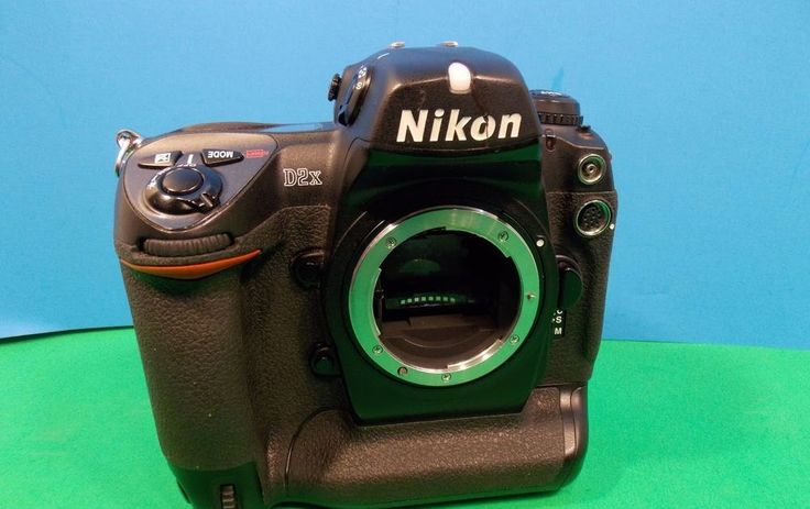 Nikon D2X 12.4MP Professional DSLR Camera - Black (Body Only)