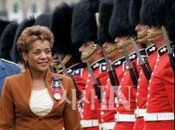 캐나다 국가 원수는 흑인 여성 http://www.sisainlive.com/news/articleView.html?idxno=3304