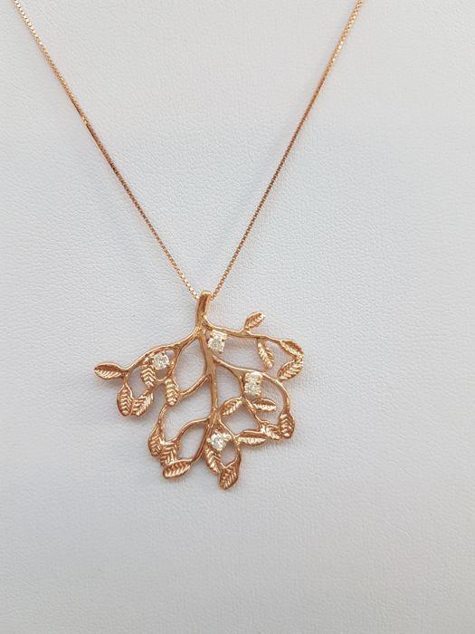 Ketting met roze gouden hanger met diamant ten bedrage van 020 ct - 45 cm.  Prachtige 18 kt rose gouden ketting volledig handgemaakt door ervaren goudsmeden from Florence Italië.De hanger vertegenwoordigt de boom des levens en heeft 4 briljant geslepen diamanten (kleur: H - duidelijkheid: VSI1) elk met een gewicht van 005 ct (VSI1) voor een totaal van 020 ct.Hanger metingen: 3 x 3.2 cm - Venetiaanse ketting.Gewicht: 6 g.Briljant geslepen diamanten (kleur: H - duidelijkheid: VSI1) ten bedrage…