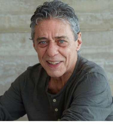 Chico Buarque: O cantor e compositor Chico Buarque