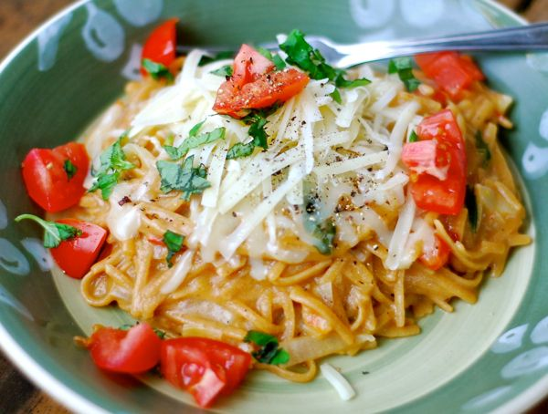 magic one pot caprese linguini | ChinDeep-  In a large, stainless steel Dutch oven or stock pot combine:  12 oz. linguini (I used whole grain Ronzoni)  12 oz. cherry tomatoes, quartered  1 medium yellow or white onion, peeled, quartered and sliced thin  6 large garlic cloves, peeled and sliced thin  1 teaspoon red pepper flakes  a handful of fresh basil, stems removed  3 Tablespoons extra virgin olive oil  4 and 1/2 cups low sodium chicken broth OR water