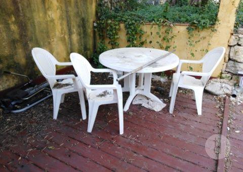 Donne salon de jardin plastique blanc à Le Bar-sur-Loup ...