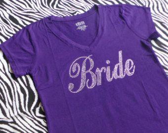Mariée T-Shirt Top. Demoiselle d'honneur. Partie de Bachelorette. V-cou de demoiselle d'honneur. Matrone d'honneur. Mariage fête nuptiale. Équipe mariée