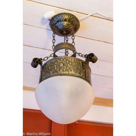 Jugend kattovalasin 1900-luvun alusta. Udelleen sähköistetty. www.wanhawiljami.fi