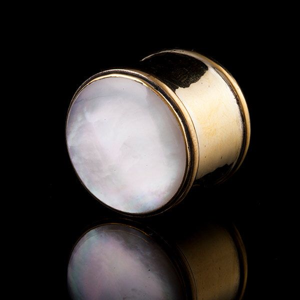 Madre perla Shell & tunnel/tappi auricolari di ottone, ottone, gioielli Gauge (codice 59) di TRIBALIK su Etsy https://www.etsy.com/it/listing/195272751/madre-perla-shell-tunneltappi-auricolari