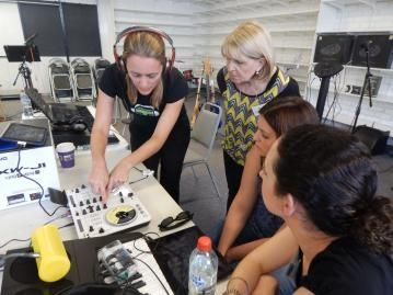 Keeping up with music technology -- Kate Hargreaves instructing music teachers