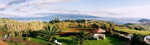 Belgian Bed and Breakfast in Faial with a beautiful view of Pico