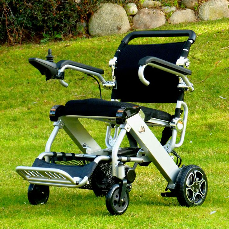 Silla Electrónica Mistral , Disfrute de la silla de ruedas eléctrica más ligera del mercado.  Su chasis de aluminio y sus baterías de litio proporcionan un peso ultraligero y y manejab...
