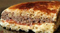 Эта оригинальная макаронная запеканка с говядиной по-гречески изменит ваши представления о классических макаронах с сыром.