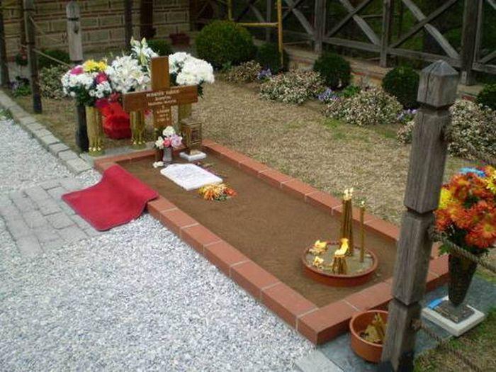 Ιερά Μονή Αγίου Ιωάννου Θεολόγου Σουρωτή - Ο τάφος του Αγίου Παϊσίου (ΦΩΤΟ)