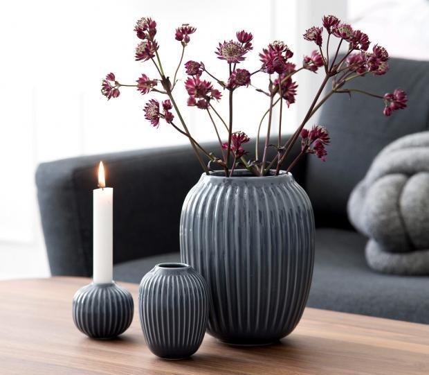 Wintervasen - mit Blumen im Winter dekorieren: Graue Reliefvasen aus Porzellan…