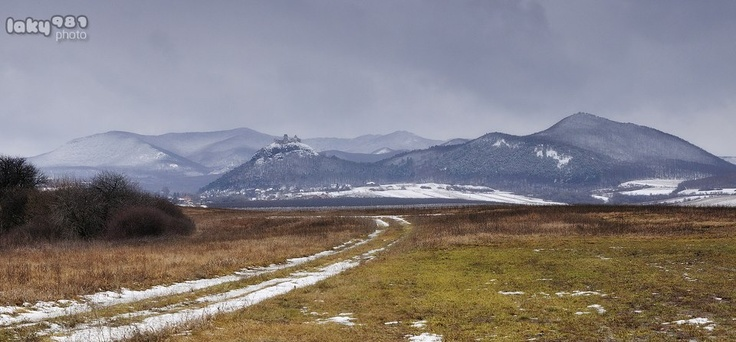 Füzéri vár, Füzérkomlós közeléből fotózva  Fotó: Lakatos Attila