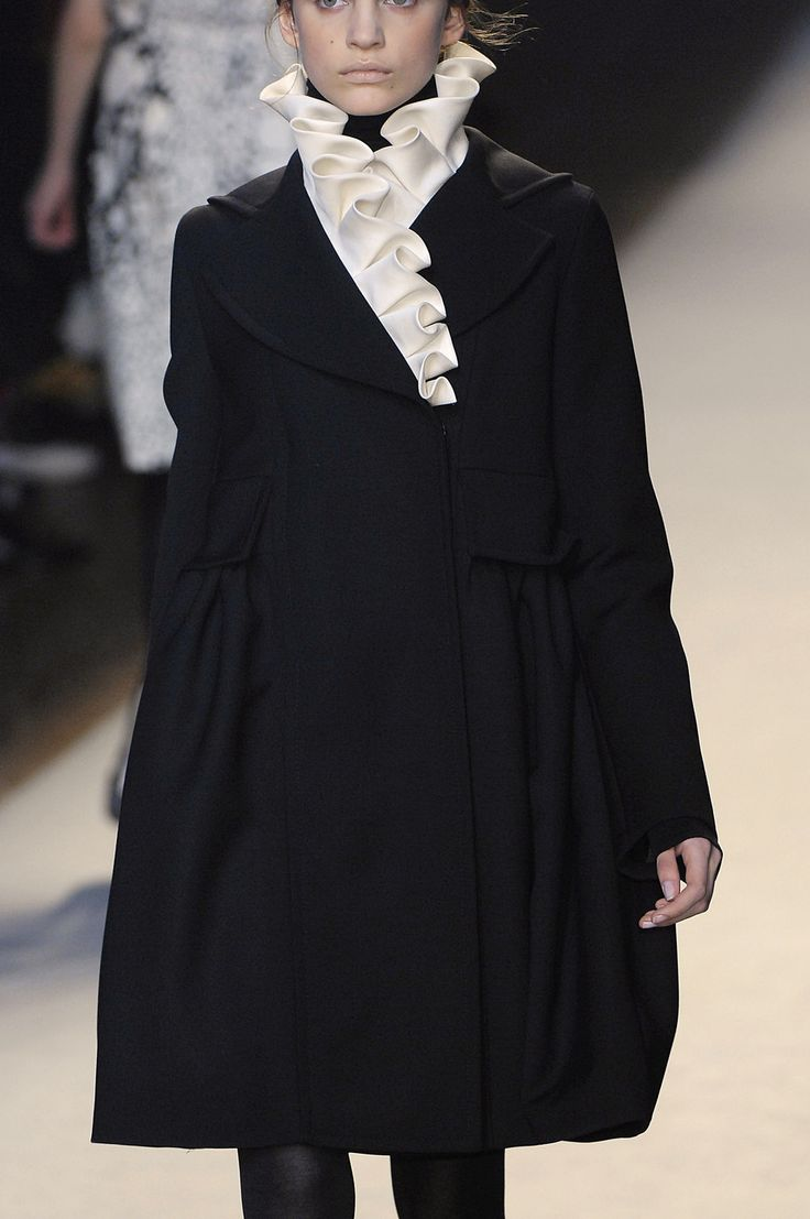 Ruffle Collar - chic black coat with elegant pleated collar; fashion details // Giambattista Valli