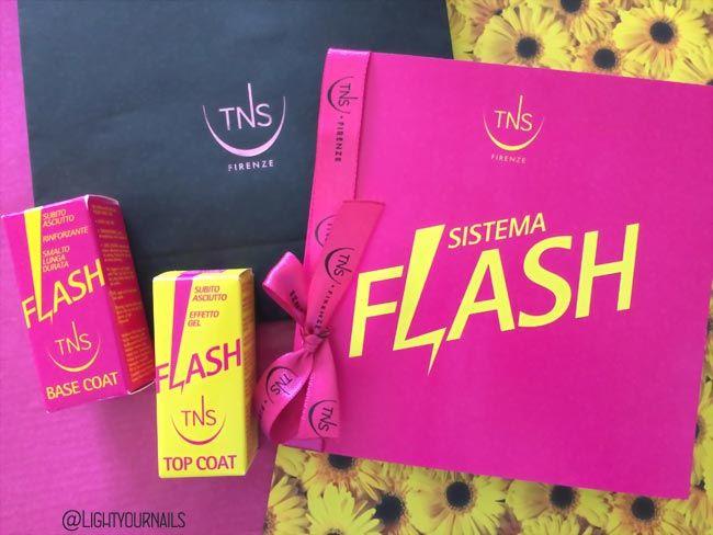 Presentazione sistema Flash TNS Firenze. Flash Base Coat: base unghie rinforzante asciugatura rapida; Flash Top Coat: sigillante effetto gel asciugatura rapida. @tnscosmetics