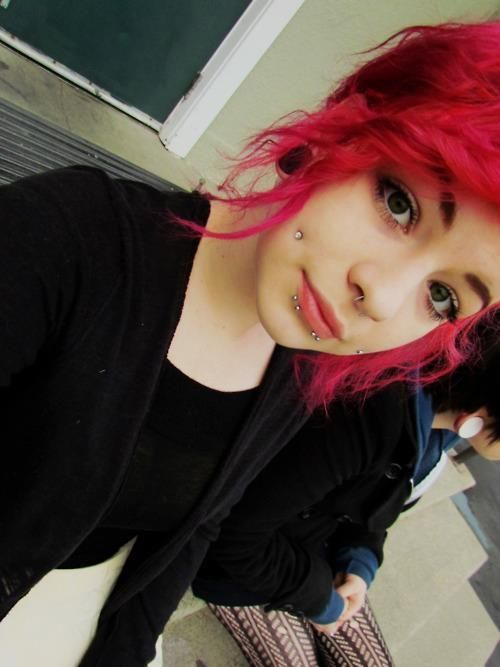 I absolutely love her hair and piercings <3