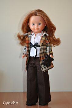Os propongo hacer un pantalón de los clásicos que lleva Nancy.        Para ello voy a utilizar un patrón sencillo de pantalón. Va en una pie...