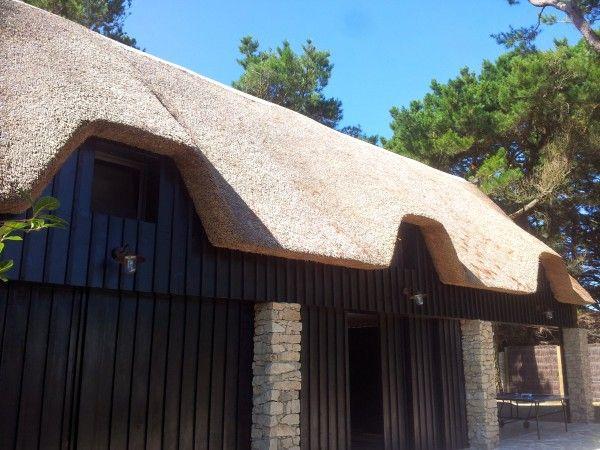 Vains-Saint-Léonard, toit de chaume Maison en paille Pinterest