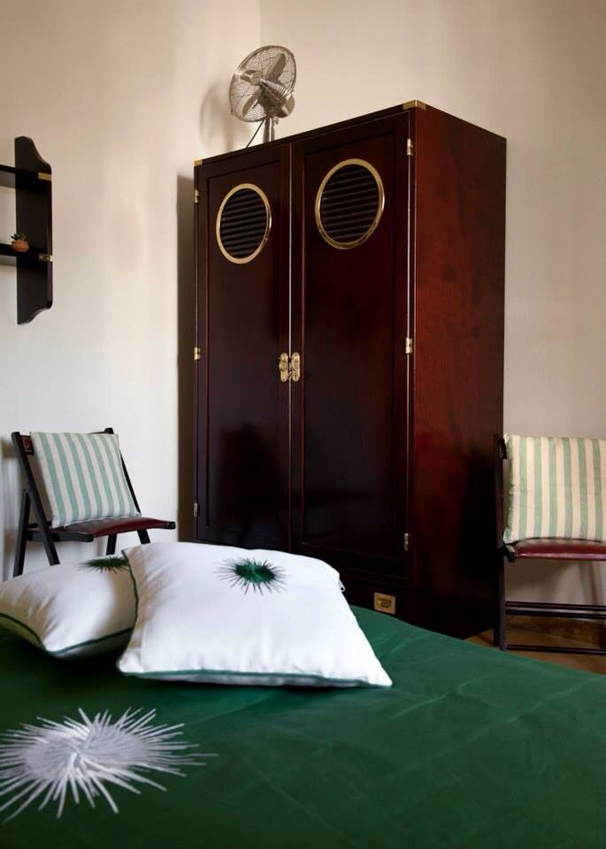 B&B Villa Ines. Santa Maria di Leuca. Emerald room. Double room. Mahogany furniture. Navy style.