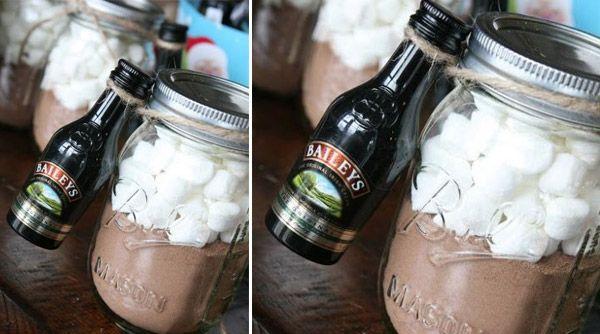 DIY Mason Jar Christmas Gift - Hot Chocolate in a Jar