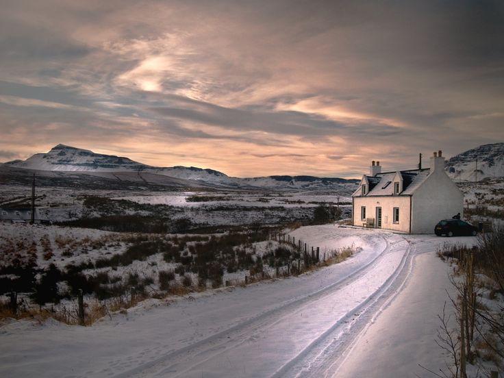 https://flic.kr/p/9cxcvt | 19/12/10 Skye | Brae side Cottage