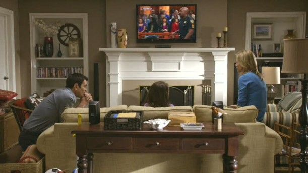Dunphy Great Room :: Modern Family. LOVE. THE. BUILT-INS!