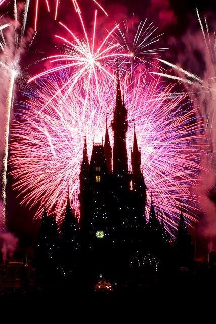 お城と花火