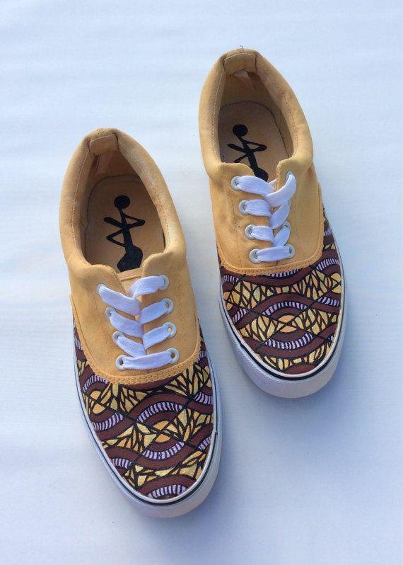 www.cewax.fr aime ces basket de style ethnique afro tendance tribale tissu wax africain Sneakers imprimer chaussures par 2Woo sur Etsy jaune