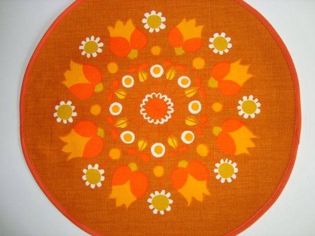 Serviette from the 70s. Linen. Serviet - 1970'erne hør. #retro #Swedish #textile #1970 #svensk #tekstil #serviet. From www.TRENDYenser.com SOLGT/SOLD