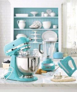 Gorgeous Tiffany blue kitchen decor, love it and wonder if Kitchen aid has a mixer in periwinkle??