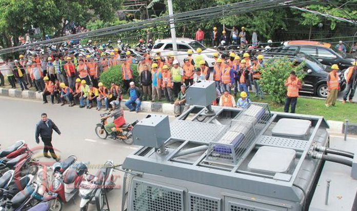 Ribuan TKBM Samarinda Padati Kantor KSOP