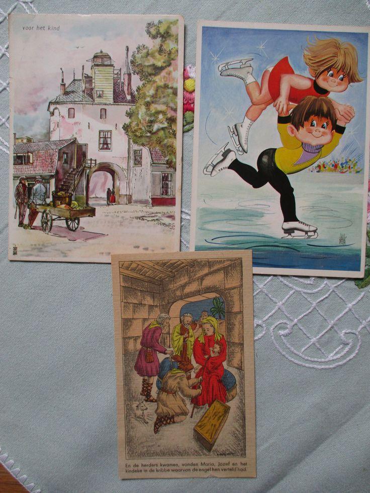 De bovenste 2 zijn Voor het Kind kaarten ( o.a. poortje te Harderwijk) de onderste een kerstkaart misschien van kort na de 2e W.O.