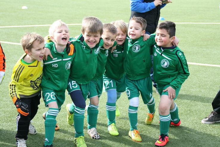 Wir haben heute beim Bambini-Treff zu Hause den ersten Platz erreicht! Jungs, ihr habt es heute super gemacht!!! 1.) gegen VfB Uerdingen 2 4:0 gewonnen 2.) gegen Niersia Neersen 4:0 gewonnen 3.) gegen Anadolu Türkspor 6:0 gewonnen 4.) gegen VfB Uerdingen 1 4:0 gewonnen