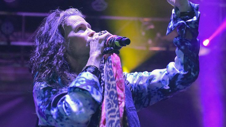 """Even 44 Years Later, Steven Tyler Sings """"Dream On"""" Like Only He Can"""