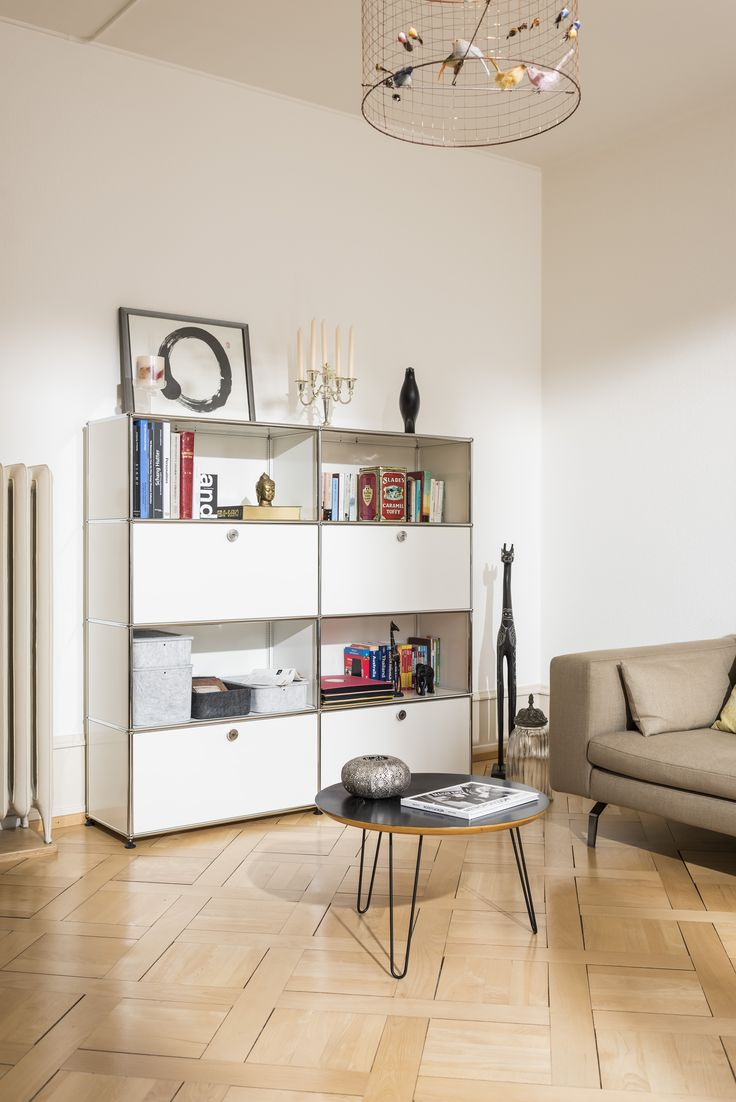 Wohnträume - USM Haller bringt Ordnung in ihr Leben! Modernes Bücherregal in reinweiss. #regale #sideboard #usmhaller