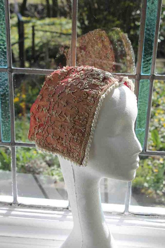 This is a very short post on how to make the quickest and simplest head coverings ,coifs,mob caps  and cauls,these are items that dont really change much in style over the centuries so are very use...