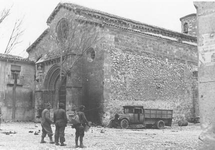 Spain - 1936-39. - GC - Imagen de Soldados republicanos en la iglesia de San Felipe de Brihuega