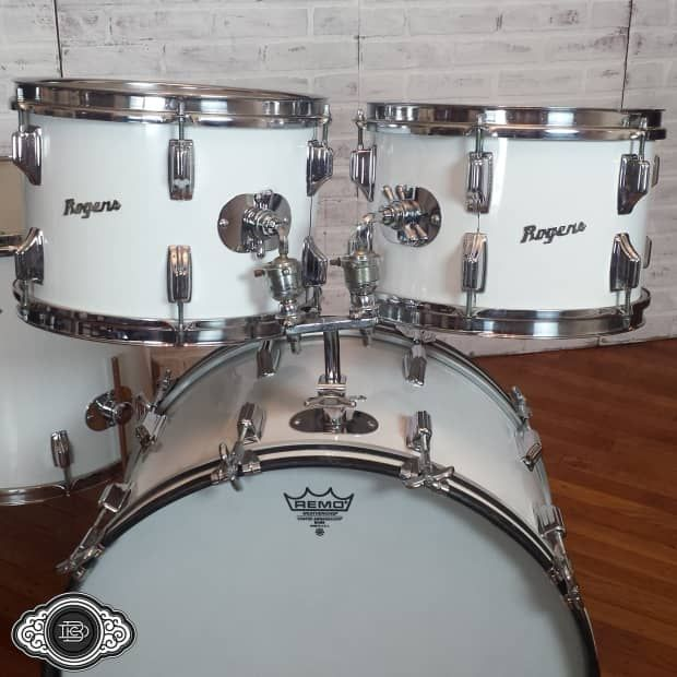 Circa 1974 Rogers 4 piece kit. All drums have the small 9/72 tags, speckled grey interiors, and 3 ply shells with 5 ply rerings.Drums run 8x12, 9x13, 16x16, and 14x22.As an instrument, these drums are great. Thin shells with Rogers' great edges. For the most part, the metal shines and the New E...