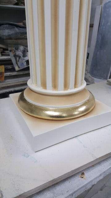 Coppia di colonne panna e oro foglia  4