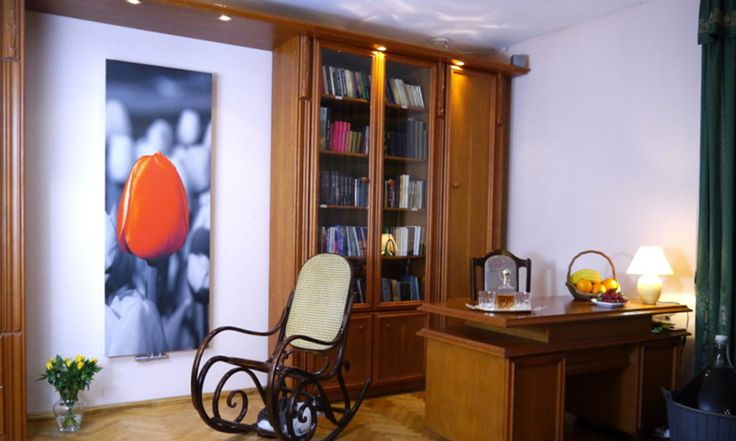 Stylowy grzejnik ozdobny z nadrukiem w salonie. #grzejniki #dekoracyjne #ozdobne #aranzacje #salon