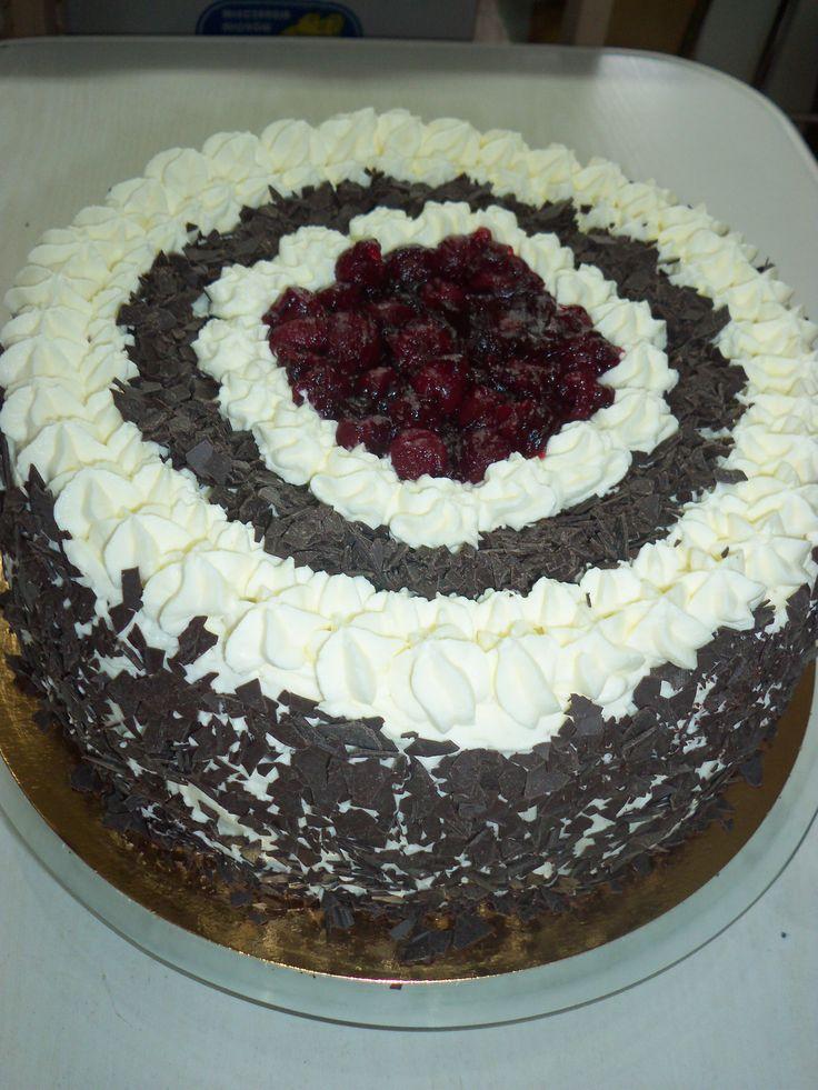 tort Black Forest - śmietana, czekolada, wiśnie