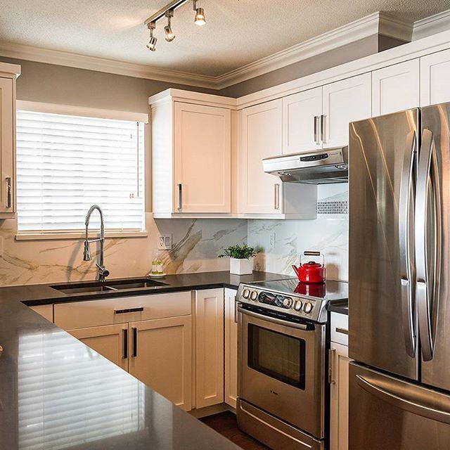 Kbis Spotlight Wood Mode Fine Custom Cabinetry: 48 Best Caesarstone 4120 Raven Images On Pinterest