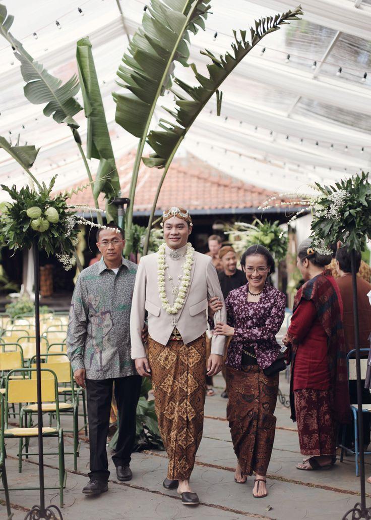 kursinya ituuuu...vintage bangget!! Throwback: Pernikahan Bertema Pesta Rakyat Ala Ria dan Fedi - fedie-ria-by-alodita21