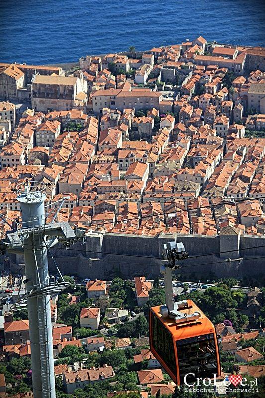 Kolejka linowa na wzgórze Srđ w Dubrowniku || http://crolove.pl/wzgorze-srd-w-dzien-i-w-nocy/ || #Srd# #Dubrownik #Dubrovnik #Chorwacja #Croatia #Hrvatska #Travel #Trip #summer