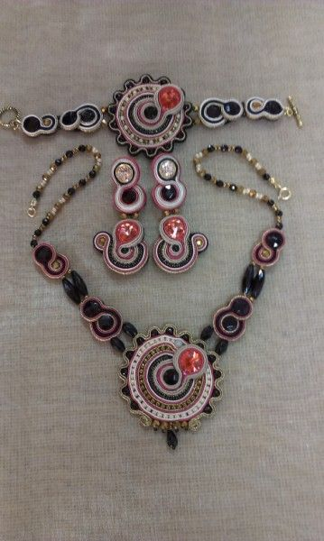 Set Necklace, Bracelet and earring in Soutache - http://www.facebook.com/tinuviel.bc
