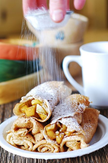 Apple cinnamon crepes, or apple pie – in a crepe! | JuliasAlbum.com | #breakfast #dessert #Fall_desserts