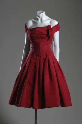 Cocktail dress by Dior in 1954. Chicago History Museum.