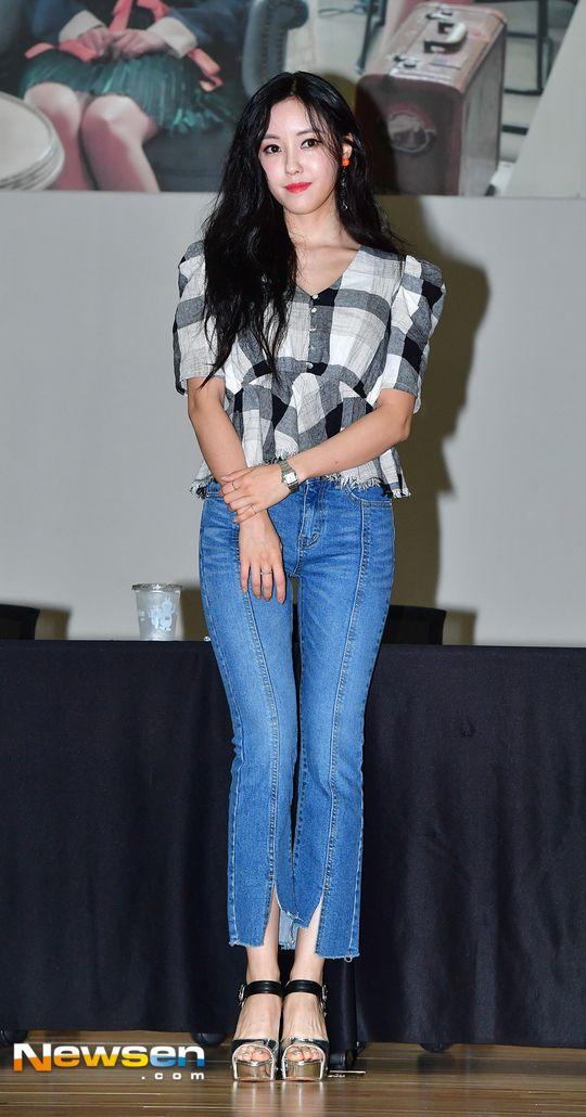 티아라 효민 '날씬 몸매 돋보이는 초밀착 청바지 패션'