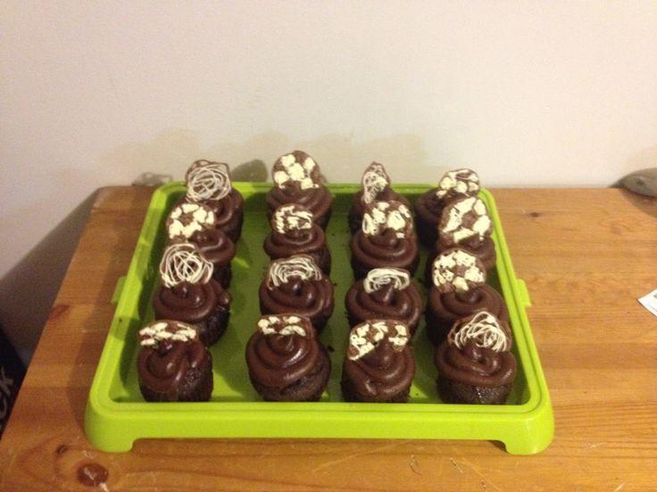 Cupcake au chocolat, ballons de soccer en chocolat