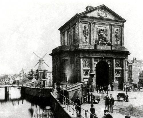 De Delftse Poort in Rotterdam(Nederland) in de 19e eeuw.