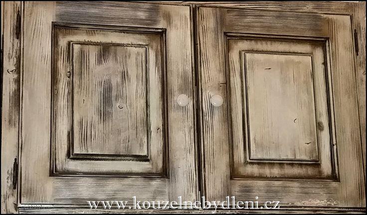 Jestliže máme doma dřevěný nábytek, který není ani starý ani nový, a raději bychom, aby vypadal starší, než je, můžeme si ho poměrně snadno vytvořit technikou patinování. Komoda, stůl, truhla, skří…